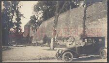 VINTAGE FOTO Late 1910s RENAULT TOWN CAR En Castillo Paredes 683706