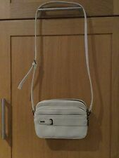 PRACTICAL JANE SHILTON CREAM MESSENGER BAG USED IN GREAT CON