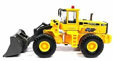 HO GAUGE VOLVO CONSTRUCTION WHEEL LOADER - AC/DC - NEW DIECAST IN DISPLAY CASE