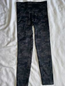 New Spanx Look At Me Now Seamless Black Camo Leggings Size Large