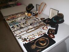 LARGE JOB LOT OF VINTAGE & COSTUME JEWELLERY NECKLACES BRACELETS EARRINGS (Q2)