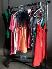 DESTOCKAGE VÊTEMENTS ÉTÉ: Lot de 20 tshirts blouses débardeurs femme neufs L178