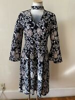 Daisy Fuentes  Floral Print   Dress Featuring Choker Neck Line Size M New No Tag