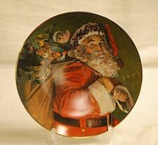 Old Vintage 1987 Avon Christmas Plate w 22K Gold Trim The Magic That Santa Bring