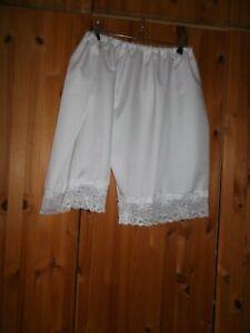 DWT   Höschen  Shorts weiß viel weiße Spitze  L-XL