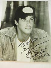 Vintage Sylvester Stallone Autografato Studio Still 20.3cm x 25.4cm