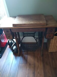 Vintage singer sewing machine table - electric