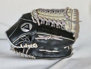 "Akadema AKS2 Professional 11 1/2"" Baseball Glove RHT, Fantastic Condition"