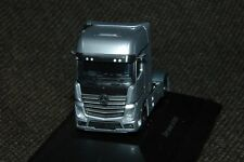 Herpa Mercedes-Benz Actros FH25 GigaSpace Sattelzugmaschine in hightechsilber PC