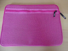 "TYPO-LAPTOP SLEEVE 15"" -HOT PINK NET"