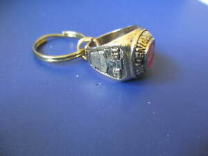 VINTAGE 1997 DETROIT RED WINGS STANLEY CUP CHAMPIONS RING KEYCHAIN NIP