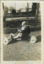 PHOTO ANCIENNE - VINTAGE SNAPSHOT - ENFANT VOITURE À PÉDALES MODE - CAR TOY KART