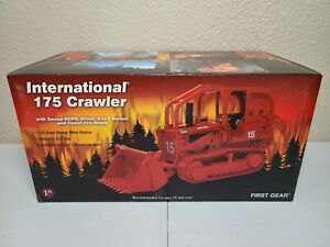 International IH 175 Crawler Bucket Forestry Fire First Gear 1:25 #40-0131 New!