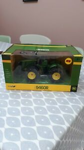 BRITAINS FARM TOYS 42824 JOHN DEERE 9460R TRACTOR ON DUALS ( NEW IN BOX )