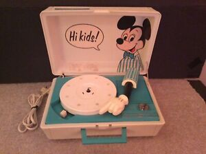 MICKEY MOUSE VINTAGE RECORD PLAYER