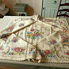 VINTAGE HAND EMBROIDERED TABLECLOTH-STUNNING FLOWER CIRCLE LARGER SIZE 58 x 58''
