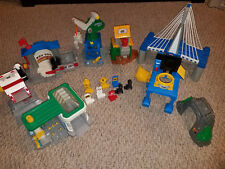 FISHER-PRICE GEO TRAX LOT OF BUILDINGS STATIONS BRIDGE + SIGNS ACCESSORIES