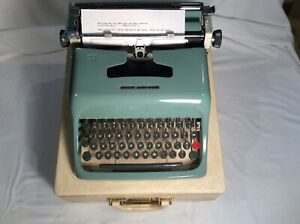 Vintage 1960's Olivetti Underwood  44 Portable Typewriter W/Case-V/Nice Types Gt