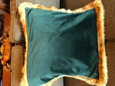 Newport Green Velvet and Faux Fur Pillow Sham 22x22 Euc