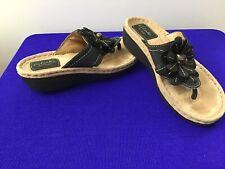 Clarks Artisan Sandals Black Leather w/ Flower detail Women's 5.5M Comfort (B24)