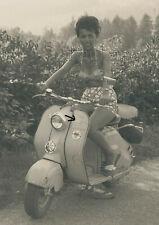 Foto Motorroller NSU Lambretta schöne Frau  (4755)