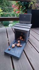 Futterhaus Eichhörnchen Futterautomat Futterstation Futterhäuschen NEU!!! Groß !