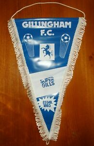CLASSIC GILLINGHAM F.C. FOOTBALL TEAM PENNANT IN GOOD USED CONDITION ~ 1980's