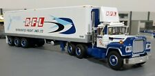 1/64 MACK R-MODEL RFL WITH 40FT TRI AXLE TRAILER DIECAST MADE BY FIRST GEAR