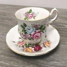 Sammeltasse PARAGON England Fine Bone Queen Tee Geschirr Goldrand Blüten Blumen