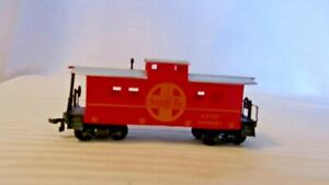 HO Scale Life-Like 33' Caboose, ATSF Santa Fe, Red With Silver Roof, #999851