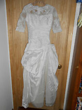 Beautiful Light White Wedding Dress sz Medium 1/2 lace Sleeves Rouched no train!