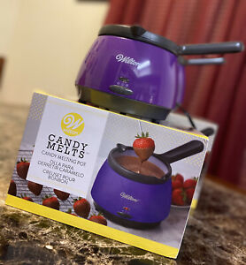 Wilton Candy Melting Pots (contains 2 pots)