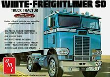 AMT White Freightliner Single Axle 1/25 Scale Model Kit NEW