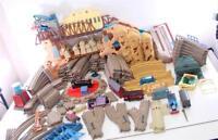HUGE LOT TRAIN & TRACKS THOMAS FRIENDS TURNTABLE TIDMOUTH ACTION CANYON BRIDGES