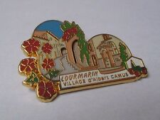 Pin's Lourmarin Albert Camus plus beaux villages de France PBVF LB Création