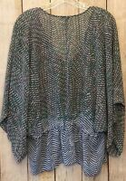 Cabi Woman's Size Small Pattern Top