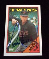 TOM KELLY 1988 TOPPS Autographed Signed AUTO Baseball Card 194 TWINS CHECKLIST