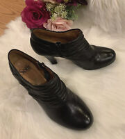 Sofft Black Leather Side Zip Plain Pleated Shoe Heel Ankle Booties US 7.5 M