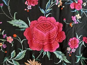 CHINESE CANTON EMBROIDERED VINTAGE SILK PIANO SHAWL