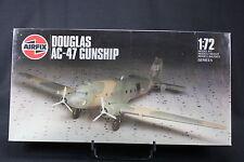 XK030 AIRFIX 1/72 maquette avion DOUGLAS AC 47 GUNSHIP 05020 serie 5 1986 NB