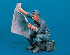 "Legend 1/35 ""Reading Newspaper"" German Soldier at Rest WWII [Resin Model] LF0091"