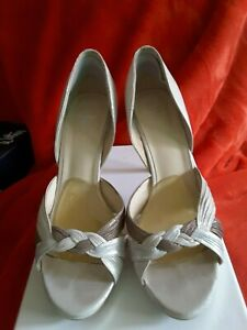 Wittner ladies leather deb/wedding/formal shoe size 40 , open 2 x leather colour