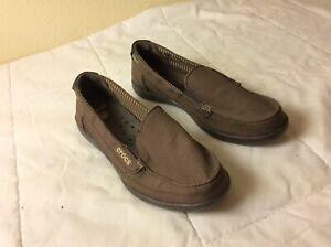 Crocs Walu Canvas Loafer Womens Slip On Shoes Khaki Size 8 LK NU