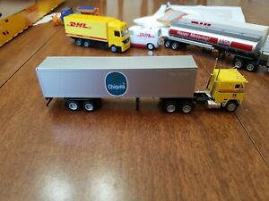 "CON-COR #1028 Freightliner 10 Wheel Cab w/Container ""Chiquita"" Built-up H.O.1/87"