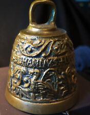 7354:Massive Messing Glocke,mit zahlreichen Bildern verziert,an Delphinhaken!