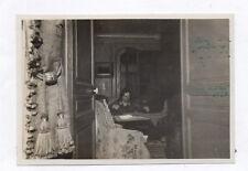 PHOTO ANCIENNE Vintage Snapshot Femme Couturière Couture Aiguille Vers 1920