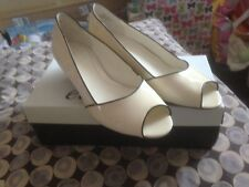 EASY SPIRIT CREAM PATENT COURT SHOE SIZE 4.5 NEW IN BOX SUIT A WEDDING