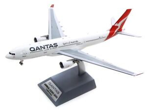 INFLIGHT 200 IF332QFA0319 1/200 QANTAS AIRBUS A330-200 REG: VH-EBN WITH STAND