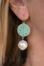 Orecchini giada verde incisa grandi perle ottone arge Earrings green jade pearls