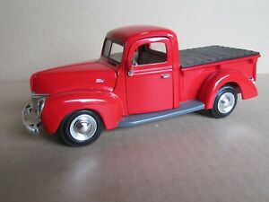561M MOTORMAX 68062 Ford Pick Up 1940 Red 1:24 Die Cast Model